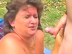 Lustful fat mature gets hot facial in nature