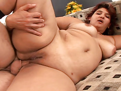 BBW gets fuck on a bed and she gets jizz pie in here !