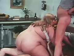 Megafat girl gets jizz in threesome