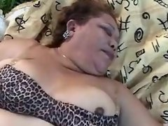 Guy licks out fat pussy in nature